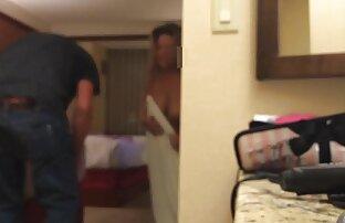 Balzakowska stara kobieta ćwiczy ze swoją współlokatorką w filmy porno z mamami lodziku w łazience