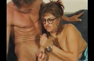 Dwie grube kobiety po 30 roku życia uprawiają seks filmy erotyczne w biurze przed snem w tym samym łóżku