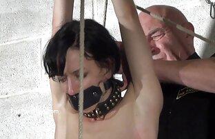 Mężczyzna na krześle, darmowe filmiki porno z małolatami uprawia seks, dwie kobiety bez prezerwatywy.