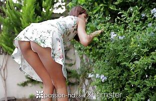 Młoda kobieta w białej koszuli, kąpiel z facetem o imieniu darmowe porno filmy na telefon Mr. Big