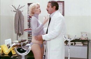 Czerwony darmowe filmy erotyczne amatorskie wszystko próbuje ugiąć się w